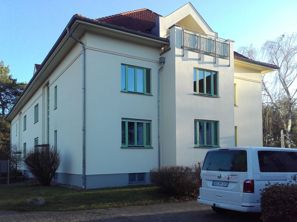 Malermeister-Siegel-Dresden-Fassade-Sanierung-Hauswand-Mehrfamilienhaus-malern